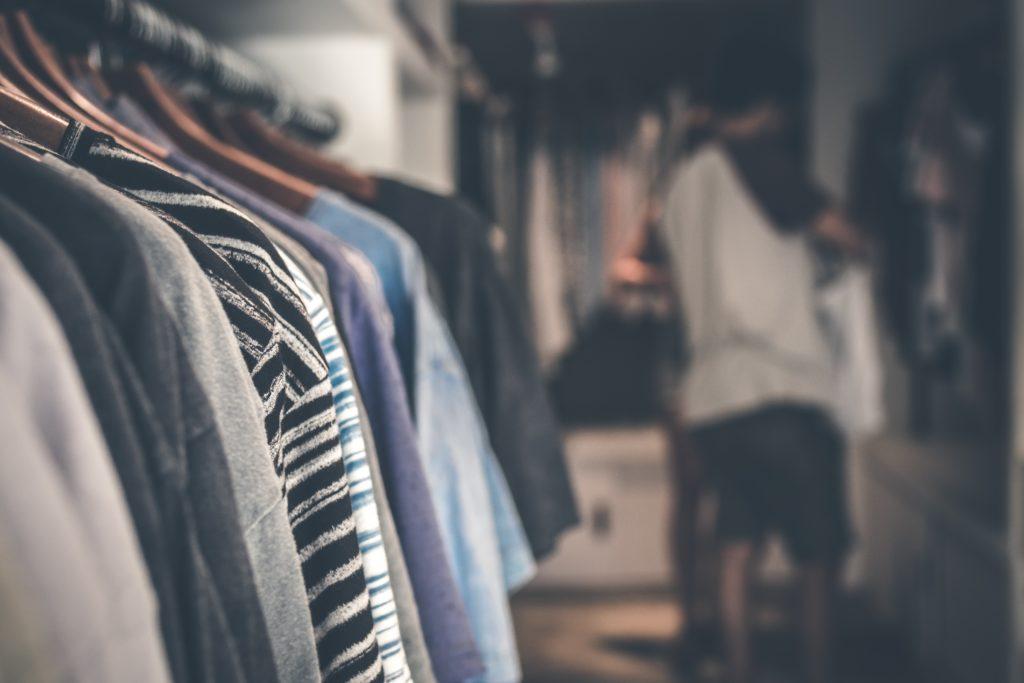 アラサーの女性、男性がバーベキュー(BBQ)に行く際の服装3種類!Tシャツ