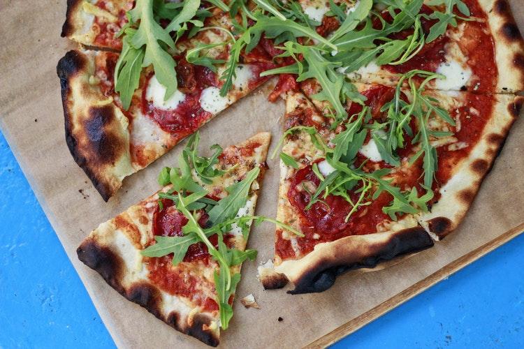 焚き火でピザを作ろう!アルミホイルで焼く方法_4