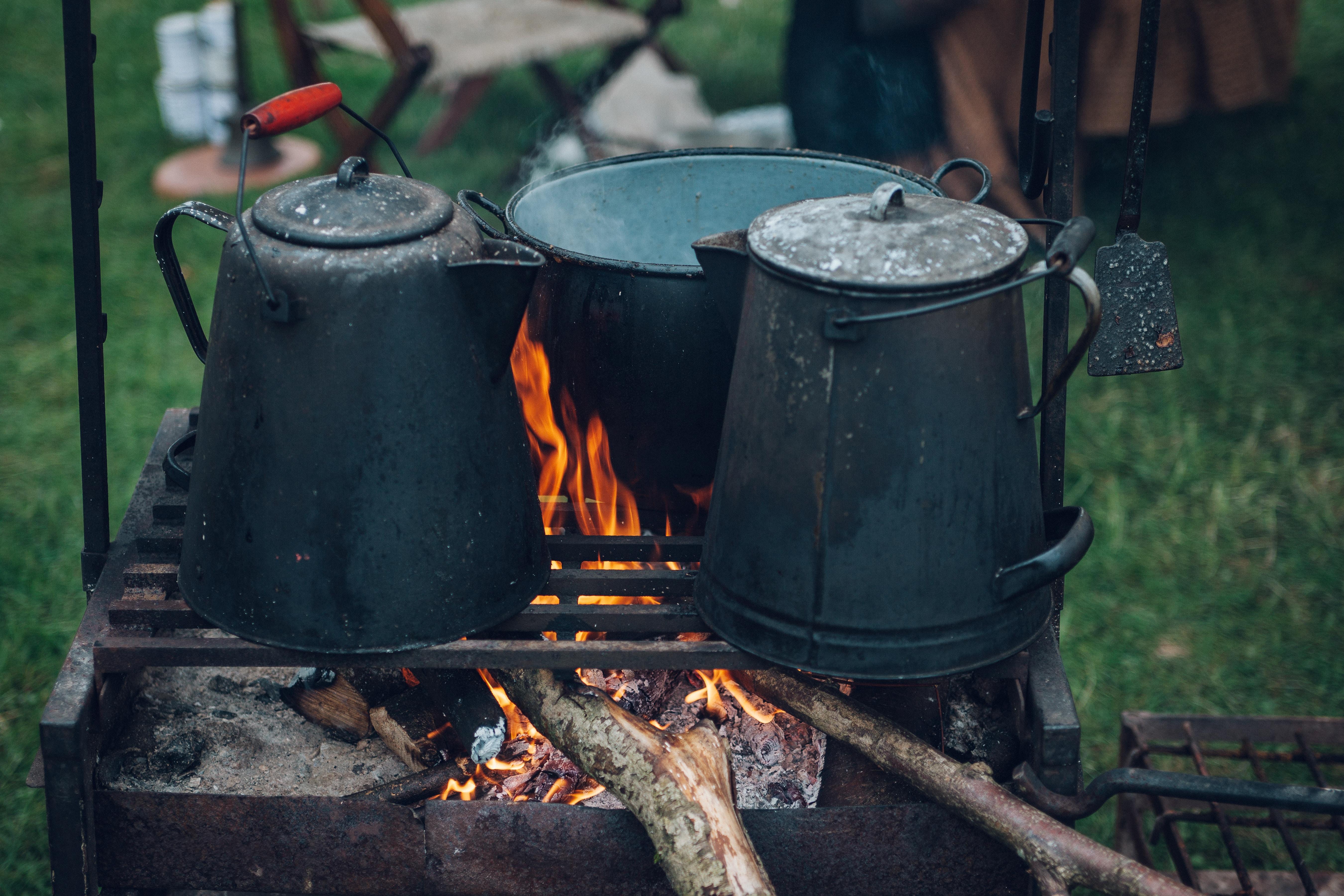 ペール缶を使った焚き火台の作り方
