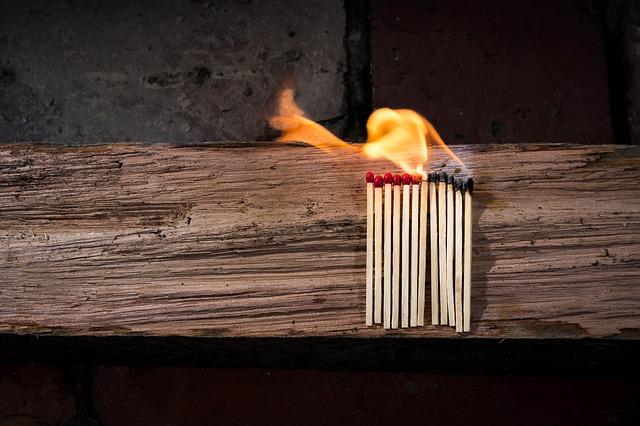 焚き火の上手な起こし方解説!キャンプで失敗しない焚き火をしよう!_1
